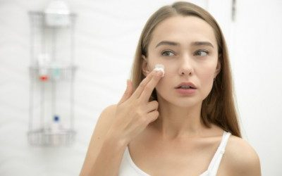 ¿Cómo limpiar el rostro en profundidad antes de dormir?